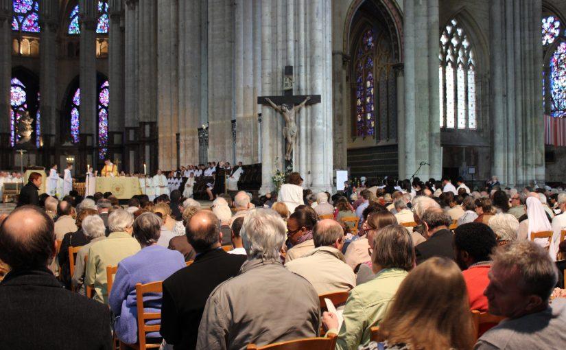 Les fidèles retournent sur les bancs des églises